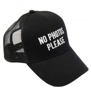 https://www.naturalsmell.es/1042-2253-thickbox/gorra-no-photos-please.jpg